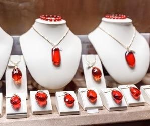 Garnet gemstone year 2