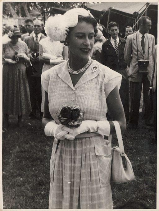 Elizabeth II 1954-04
